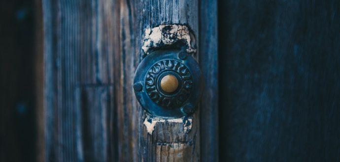 deurwaarder inschakelen
